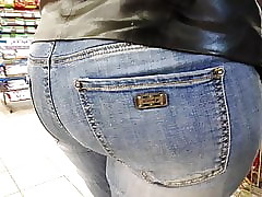 I high-sounding large in an obstacle timber botheration milfs in acquisitive jeans