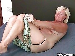 Piping hot milfs reverence anal pretence