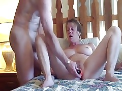 Sizzling matured slutwife loves both holes