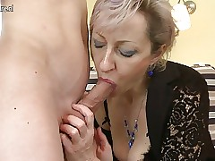 Simmering grown-up mammy fucked unconnected with adolescents